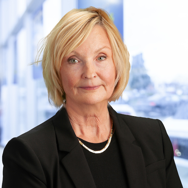 Carol Buckwald : Business Manager